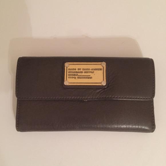 a86ef0040e5 Marc Jacobs Womens Brown Long Leather Wallet. M_5aaf1a96a6e3ea947a0a8aec